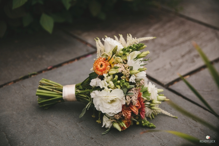 Bouquet with apricot strawflowoer